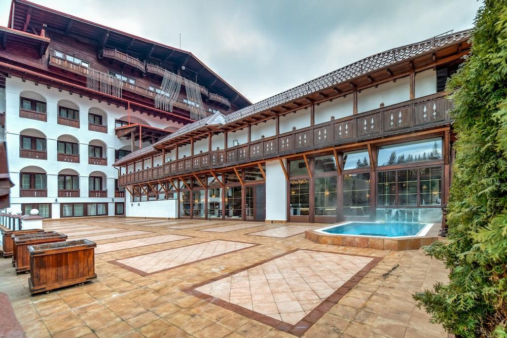 https://i.travelapi.com/hotels/24000000/23780000/23776800/23776797/7d964b1c_z.jpg