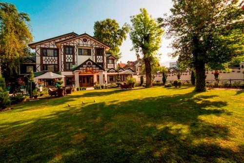 . Lemon Tree Hotel Srinagar