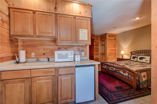 Another Day Inn Bearadise 2 Bedroom Home with Hot Tub, Sevier