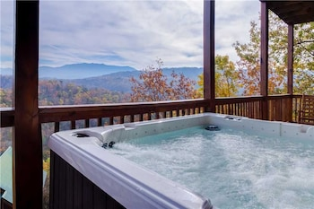 Smoky View Lodge 6 Bedroom Home with Hot Tub - Property Image 1