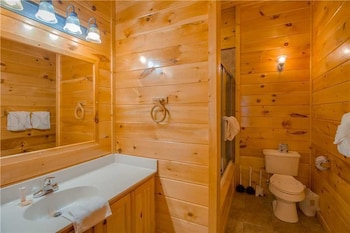 Smoky View Lodge 6 Bedroom Home with Hot Tub - Property Image 2