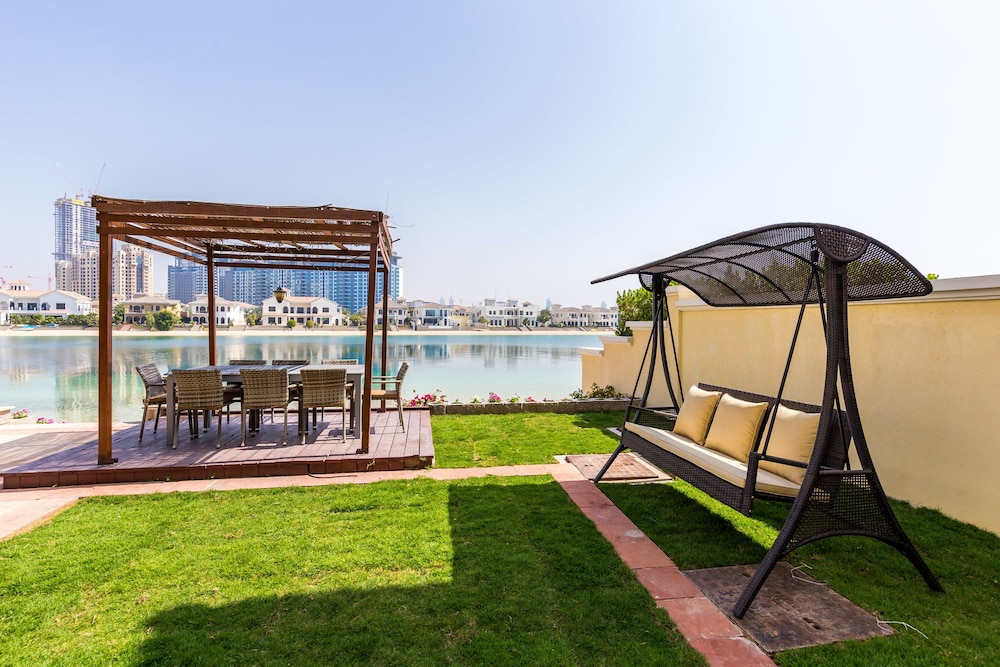 5 Bedroom Garden Villa at Frond O by Deluxe Holiday Homes