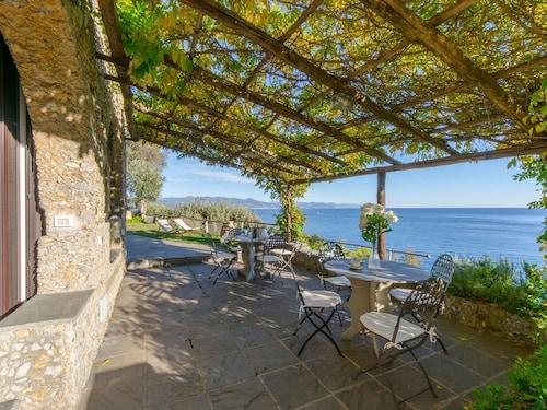 Hintown Unbelievable GuestHouse, Genova