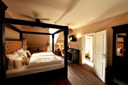 __{offers.Best_flights}__ MOMENTS Boutique Hotel