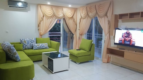 Eifell's Hotel's, Abidjan
