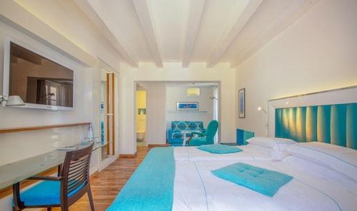 . Piccolo Grand Hotel
