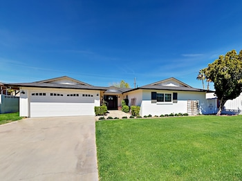 6420 E Parkview Drive Home 3 Bedrooms 2 Bathrooms Home