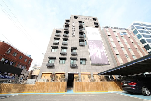 Star Hotel, Suyeong