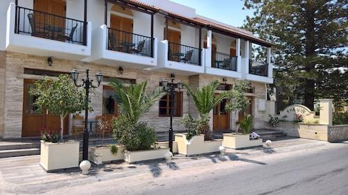 . Evanik Hotel