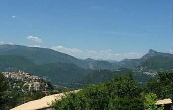Villa With 5 Bedrooms in La Roquette-sur-var, With Wonderful sea View,