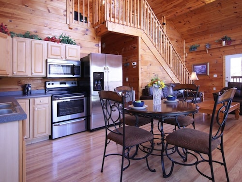 Gatlinburg/Pigeon Forge area - Secluded Luxury Cabin Nature's Romance, Sevier