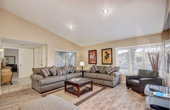 SLS Altadena Estate with FREE Heated Pool, Spa, Pool Table & More.