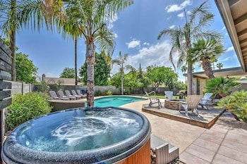 SLS Sandra with FREE Heated Pool, Spa, Pool Table & More.