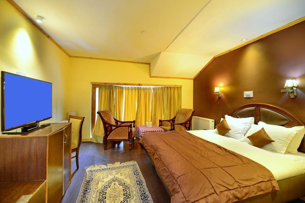 https://i.travelapi.com/hotels/24000000/24000000/23997500/23997468/c74e036e_z.jpg