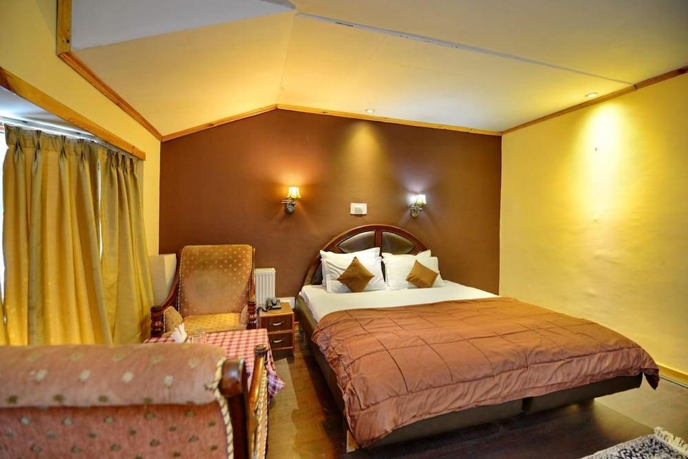https://i.travelapi.com/hotels/24000000/24000000/23997500/23997468/f0f57847_z.jpg