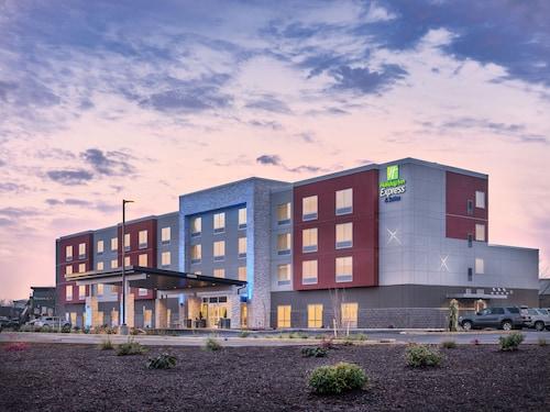 . Holiday Inn Express & Suites Salem North - Keizer, an IHG Hotel