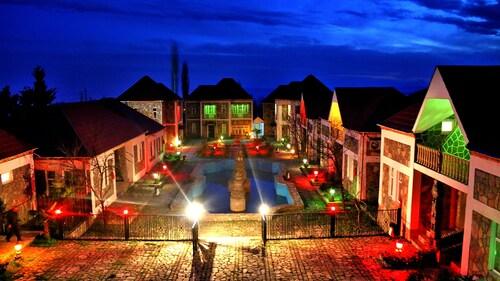 . F Garden Hotel