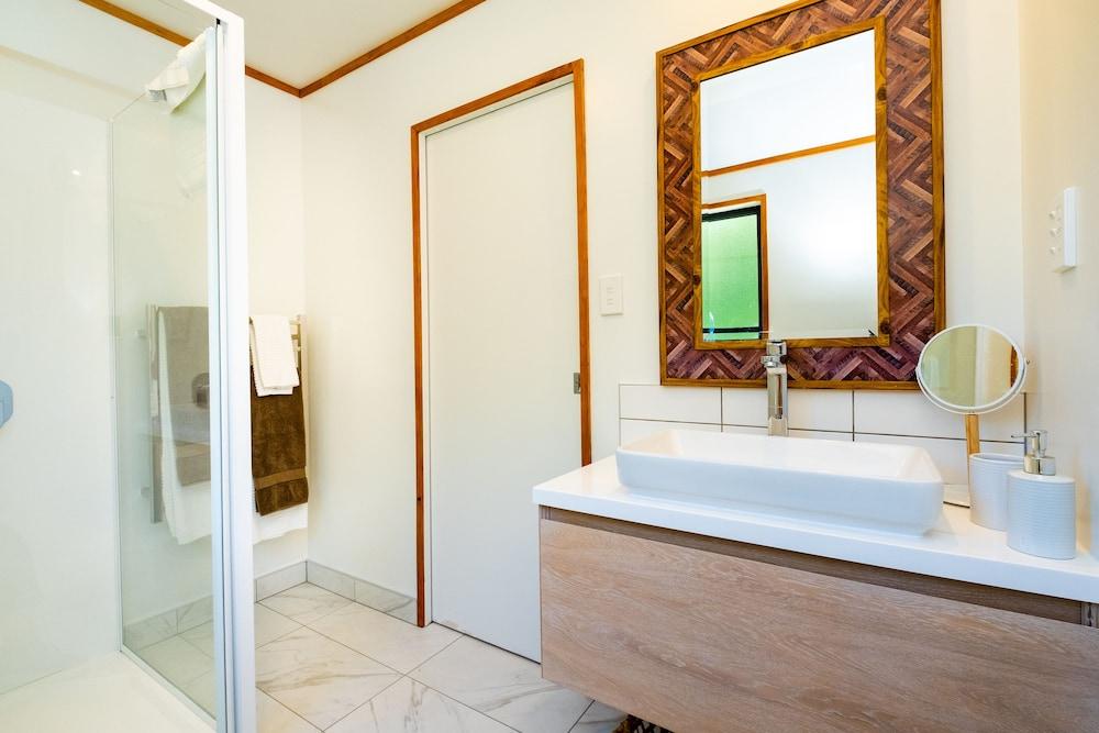 https://i.travelapi.com/hotels/25000000/24020000/24013000/24012954/4c57ed8f_z.jpg