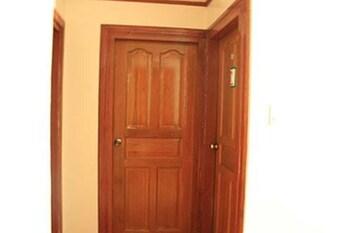 DAD'S BIG TRANSIENT HOUSE Interior