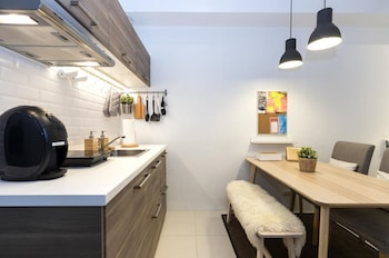 LUXURY SCANDINAVIAN STUDIO @ THE PEARL PLACE Private Kitchenette