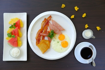 ONE CENTRAL HOTEL Breakfast Meal