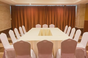 ONE CENTRAL HOTEL Meeting Facility