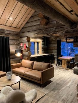 Riverside Log cabin