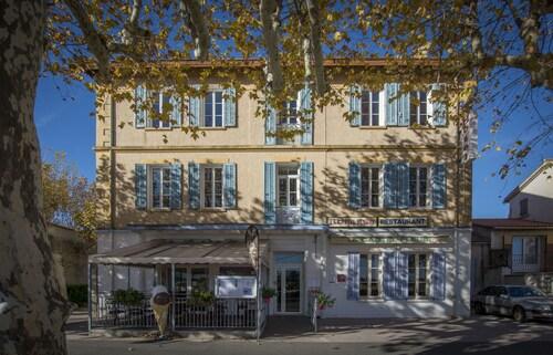. Hôtel Restaurant Le Castel Fleuri