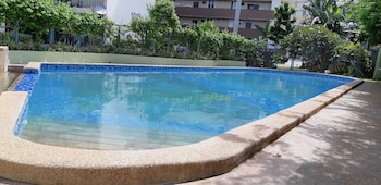 YOUR HOLIDAY HOMES Outdoor Pool