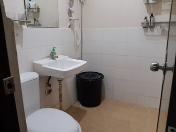 YOUR HOLIDAY HOMES Bathroom