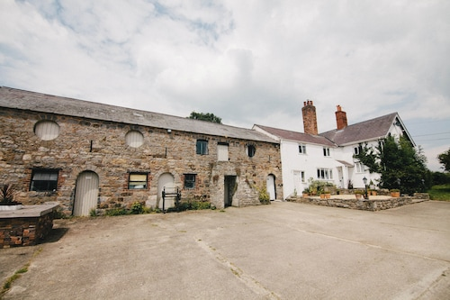 Broncoed Uchaf Country Guest House, Flintshire