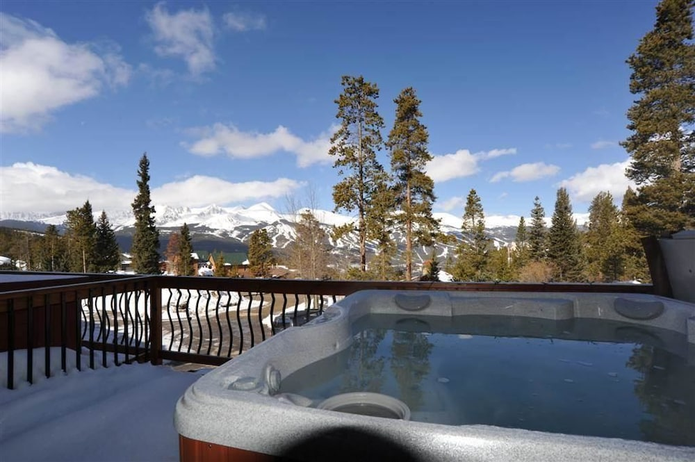 52 Clubhouse Road (Townhome with Private Hot Tub)