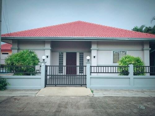Baan Plub Plung Pool Villa, Sattahip