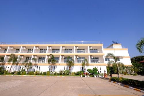 . Thatphanom River View Hotel