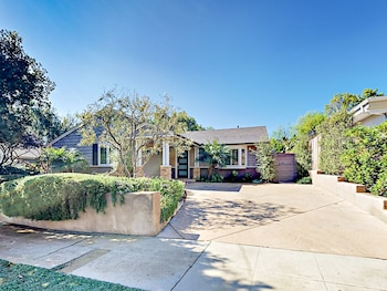 225 San Clemente St Home 3 Bedrooms 2.5 Bathrooms Home