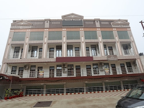 OYO 11482 Mahalaxmi Palace, Lucknow