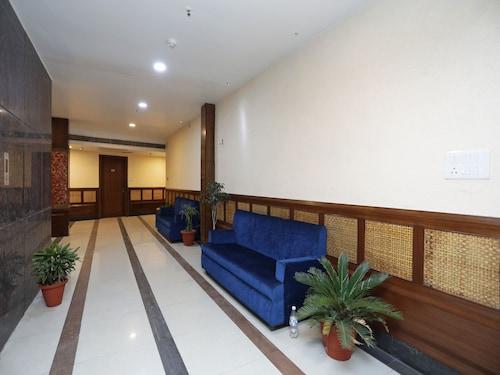 OYO 11061 Hotel Awesome, Meerut