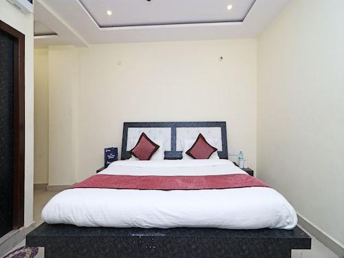 OYO 11572 Hotel Radha Regent, Mathura