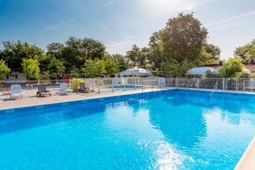 Bungalow With 3 Bedrooms in Andernos-les-bains, With Pool Access and F, Gironde