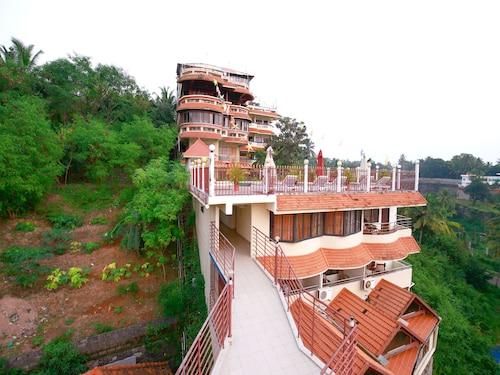OYO 10702 Hill & Sea View Ayurvedic Beach Resort, Thiruvananthapuram