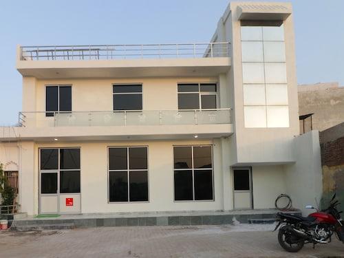 OYO 12493 Heera Guest House, Mathura