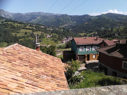 House With 4 Bedrooms in Rozadas, With Wonderful Mountain View and Ter, Asturias