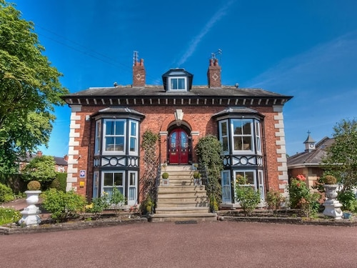 Brooklands Lodge, Trafford