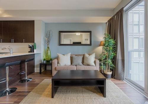 Opal Suite, Toronto