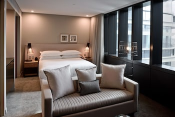 Guestroom at Four Points By Sheraton Sydney, Central Park in Chippendale