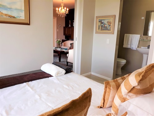 The Whale's Tail Guest House, Overberg