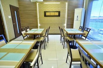 HOTEL FORMOSA DAET Dining