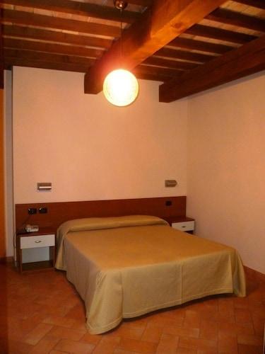 __{offers.Best_flights}__ Hotel Santa Chiara