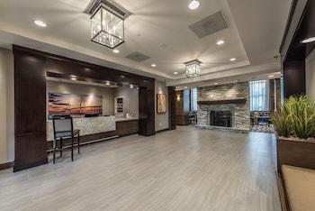 Lobby at Staybridge Suites Charleston - Mount Pleasant in Mount Pleasant