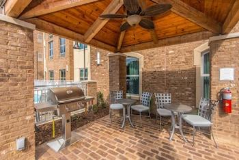 Living Area at Staybridge Suites Charleston - Mount Pleasant in Mount Pleasant